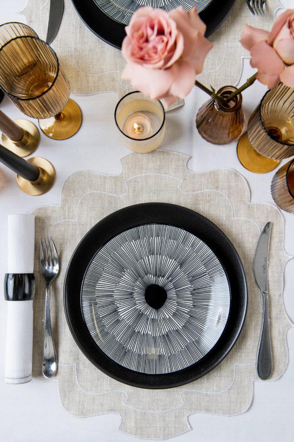 Froissé dessert plate, black - signature rentals
