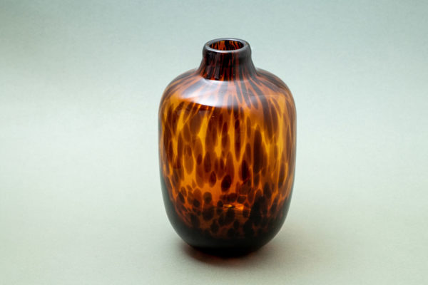 Tortoise shell glass vase - signature rentals