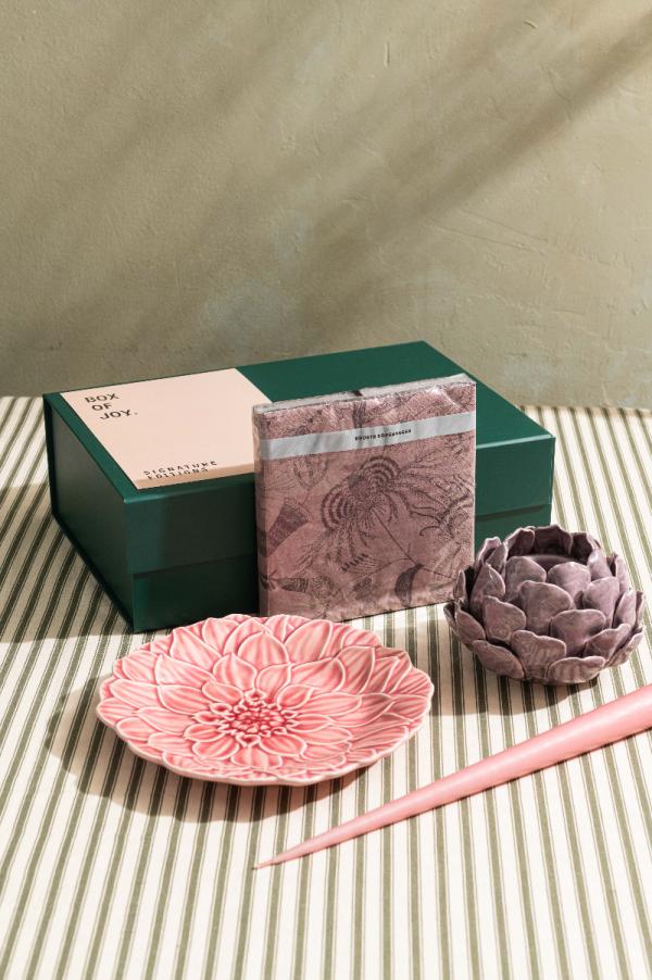 Box of Joy - Tablescape in a Box - A casual affair!